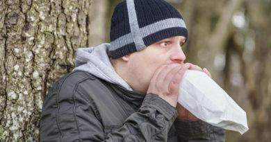 Токсикомания. К чему приводит вдыхание клея?