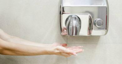 Чем опасны сушилки для рук?